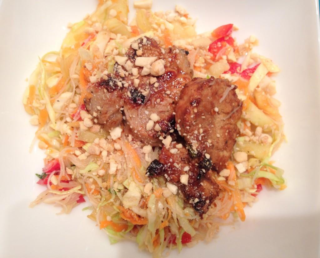 Salată cu noodles și carne porc - Sunday Chef