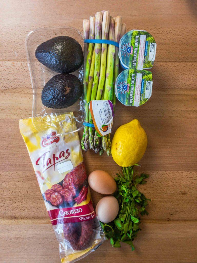 ingrediente sparanghel cu avocado si ou fiert