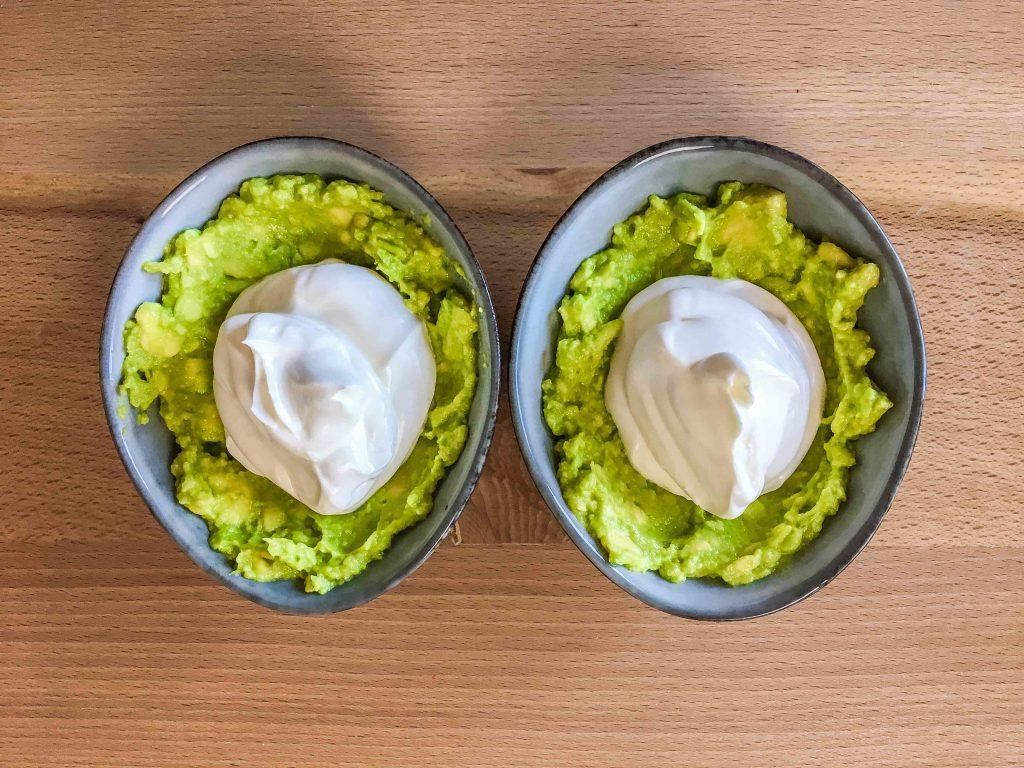 boluri cu avocado si iaurt grecesc